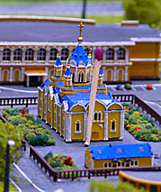 Order beautiful architectural gift scale model of the building with the Royal decoration