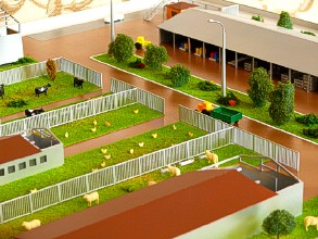 The model of the farm contains a central lawn